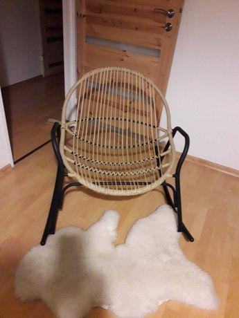 Modny fotel bujany
