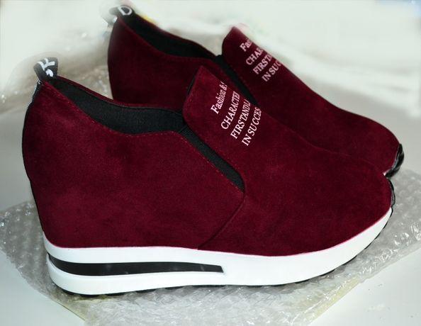 Продам новые женские слипоны, кроссовки на скрытой платформе