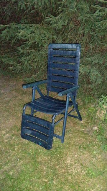 Leżak, krzesło ogrodowy składany z podnóżkiem firmy Simoni