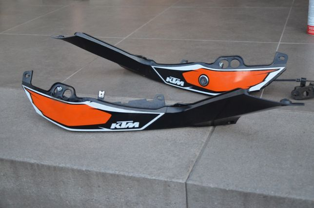 KTM Duke 125 ogon boczek owiewka