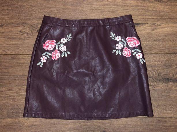 Кожаная стильная юбка бордового сливового цвета марсала с вышивкой м46