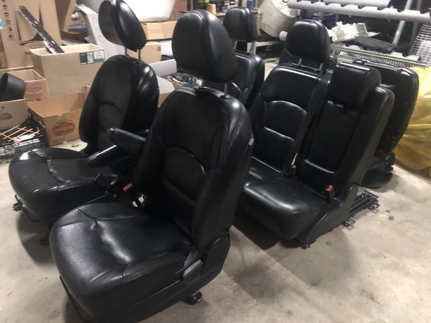 Mitsubishi Grandis Салон шкіра 7 сидінь