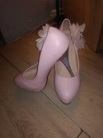 Buty na szpilkach nowe