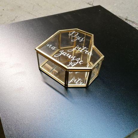 Pudełko szklane złote na obrączki biżuterię serce geometryczne