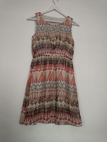 Różnokolorowa wzorzysta sukienka