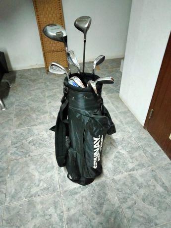 Conjunto - Tocas de golfe, mala e bolas.