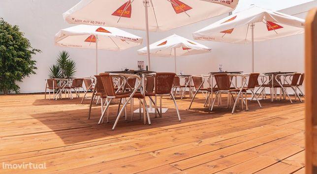 Trespasse restaurante com esplanada de 120m2 em Matosinhos Sul