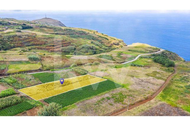 Terreno Plano com 1176m2 em Ponta do Pargo, concelho da Calheta.