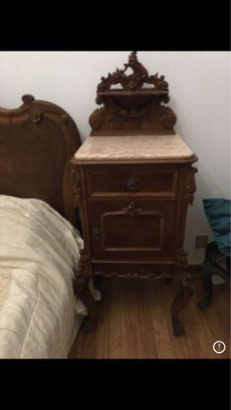 Mesa de cabeceira antiga com tampo marmore