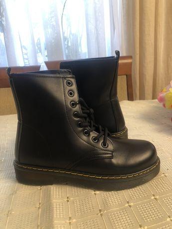 Czarne buty na zime antyposlizgowe 39 kozaki glany martensy dr martens
