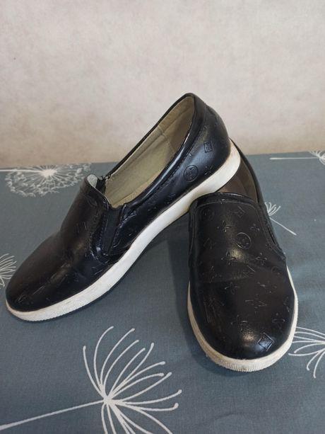 Школьные туфли, макасины