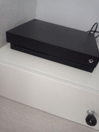 Продам xbox one x в идеальном состоянии