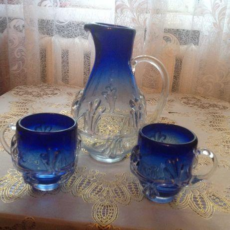 Изделия из гутнего стекла ЧССР:кувшин и 2чашки;вазы д/цветов и фруктов