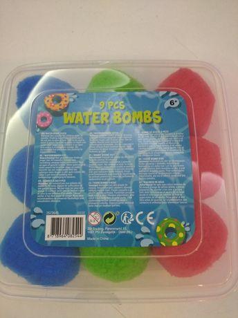 Bomby wodne piłki kule nasiąkają wodą do basenu