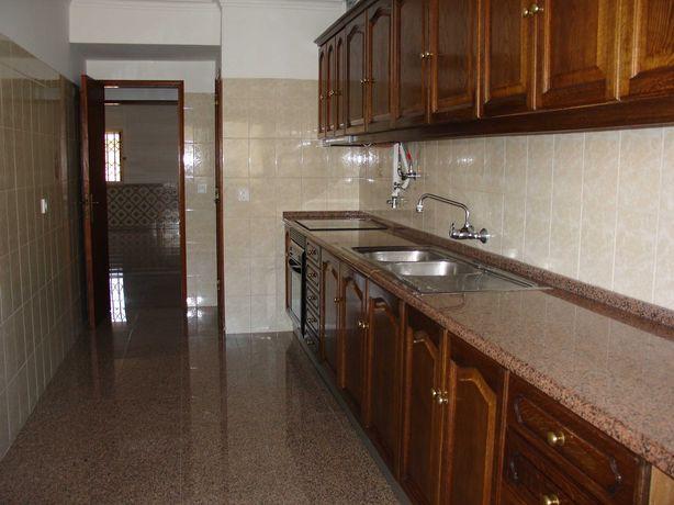 Excelente Apartamento T1  em  Queluz  Monte Abraão.