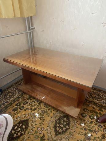 Stolik- ława ze szklanym blatem