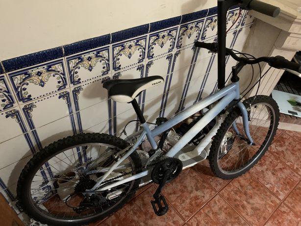 Bicicleta usada e antiga