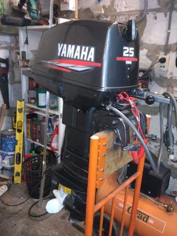 Лодочный мотор в хорошем состоянии