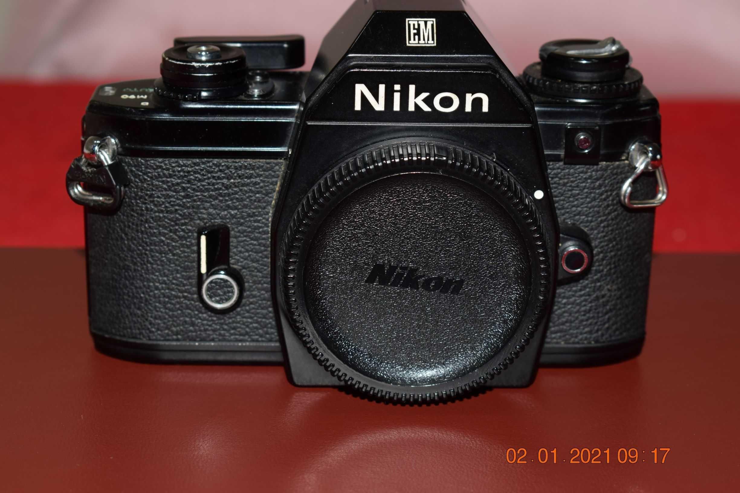 Nikon - Maquina Analógica EM