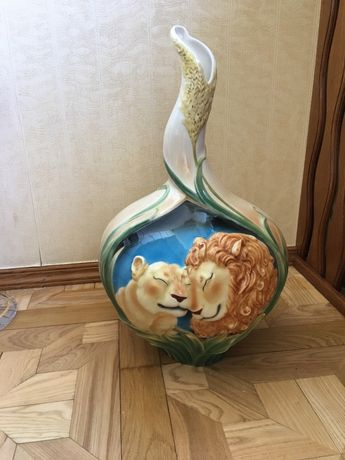 Продам напольную вазу