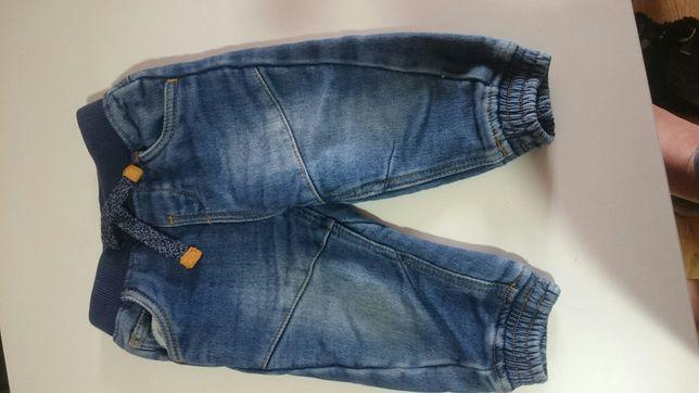 Spodnie jeansy mieciutkie delitatne 6-9 miesiecy