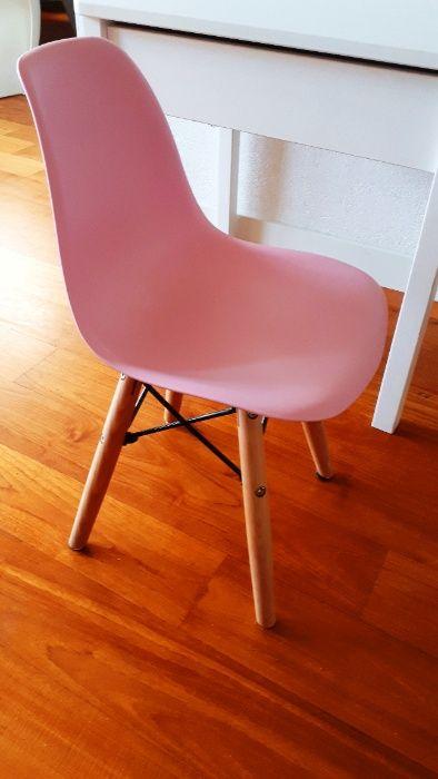 Krzesełko dziecięce różowe, siedzisko o wys: 31 cm Wrocław - image 1