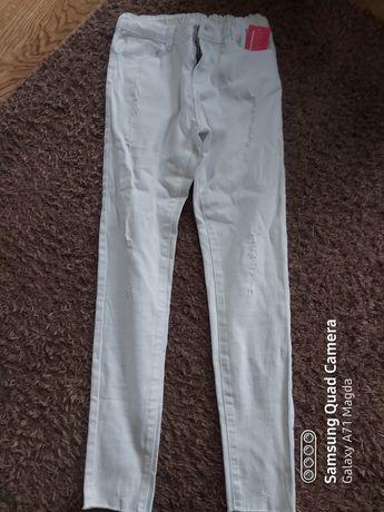Spodnie białe rurki z dziurami 152cm