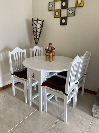 Mesa Restaurada + 4 Cadeiras + 4 Almofadas