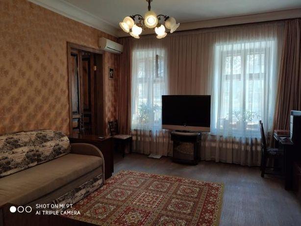 4 ф. Продам 2 комнатную квартиру район Украинского театра