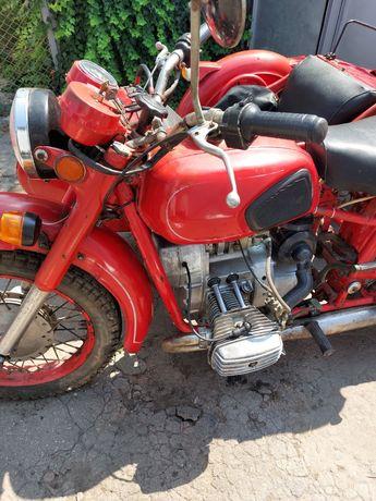 Продам мотоцыкл днепр 11 в очень хорошем состоянии, с документами .