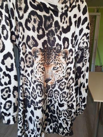 Sukienka welurowa z kapturem