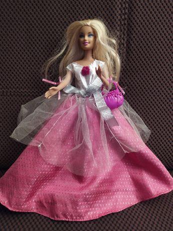 Lalka barbie w balowej sukience
