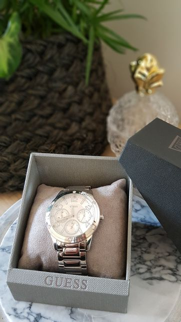 Zegarek damski GUESS srebrny chromatograf W0778L1