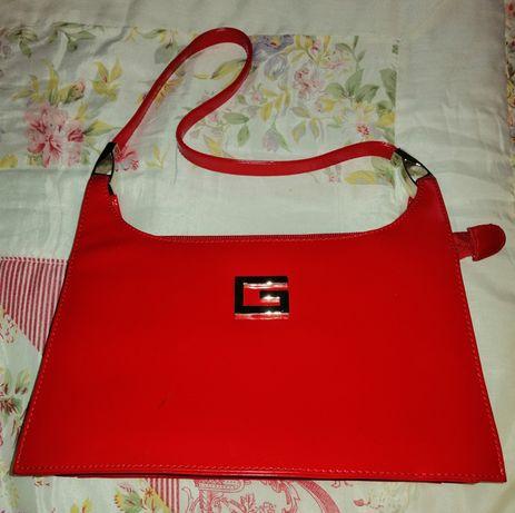 Czerwona torebka na ramię