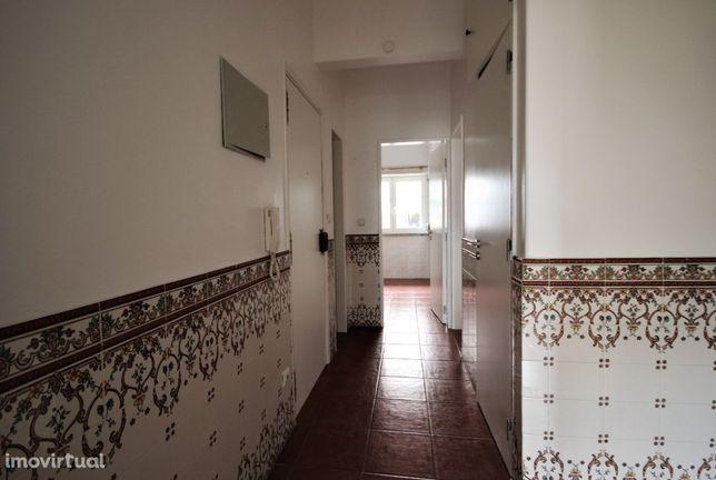Apartamento T2 em Mem Martins Próximo da Estação