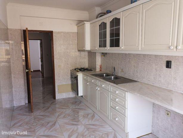 Ótimo T2 para arrendamento na Baixa da Serra