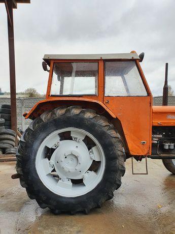 Ciągnik rolniczy Fiat 6 cylindrów