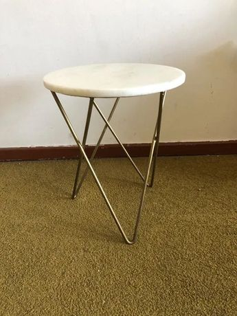 Mesa apoio mármore com pernas douradas Zara Home