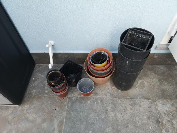 Vendo conjunto de vasos de plástico de vários tamanhos