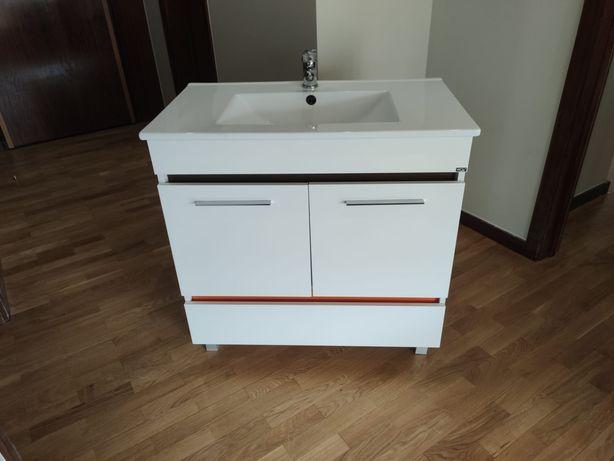 Mové de casa de banho + lavatório + torneira