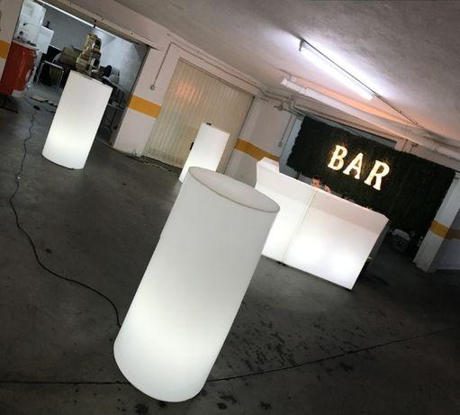 Mesa com iluminação sem cabos