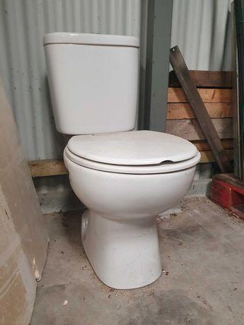 Sanita com tanque, lavatório e bidé