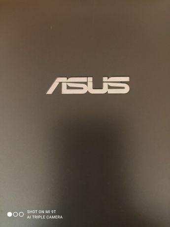 Нетбук  ASUS  в рабочем состоянии