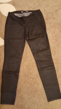 Woskowane spodnie Bershka, r. M