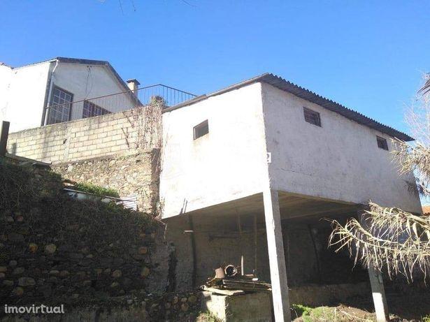 Vende-se casa rústica T6 em Foz de Arouce - Lousã