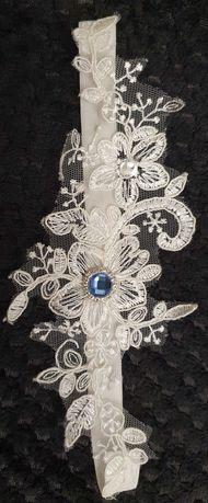 Podwiązka z niebiesko-srebrnym kryształkiem