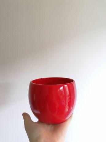 Czerwona osłonka ceramiczna, czerwona doniczka ceramiczna, mała