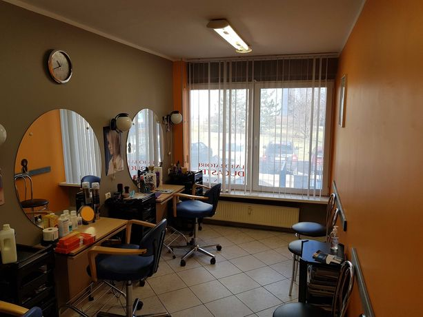 Sprzedam lokal użytkowy - salon fryzjerski