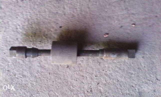 Приспособление для размонтирования деталей передней подвески