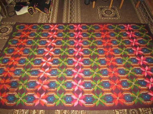 Старовинний вовняний килим